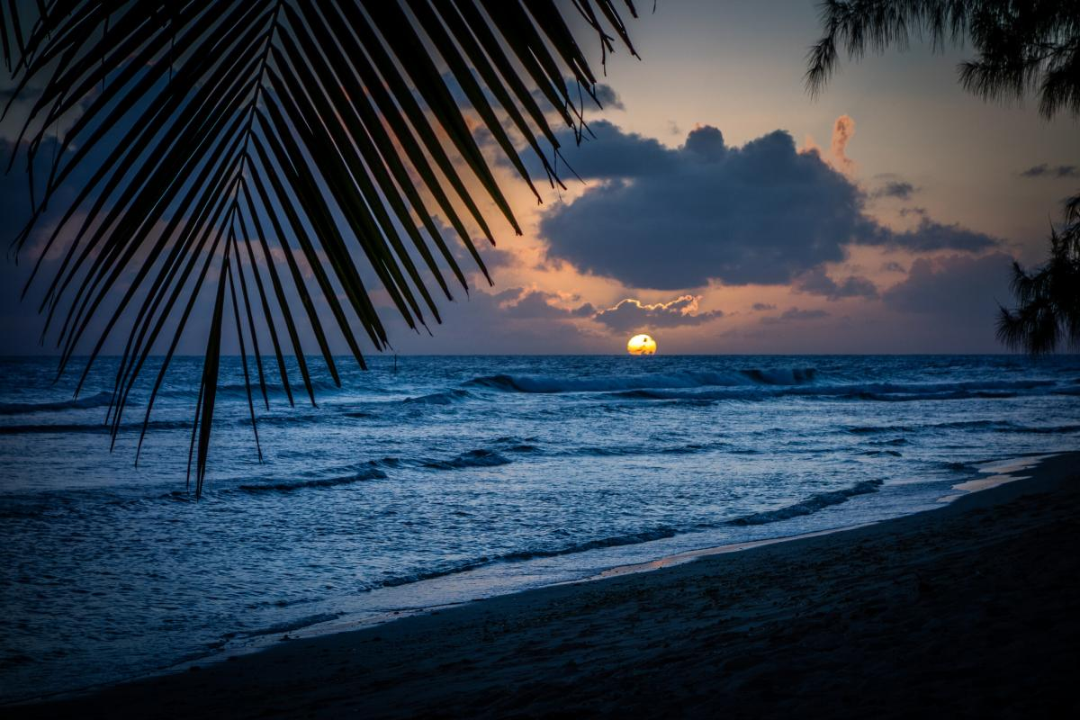 8P0VR Sunset, Hastings Beach, Barbados Island. DX News