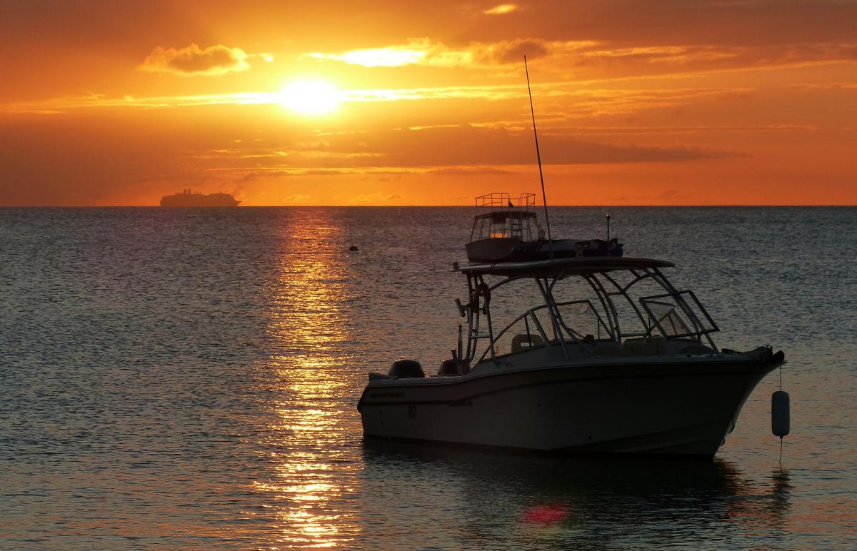 Barbados 8P9RN 8P9SL 8P9KZ DX News Sunset with two boats, Holetown