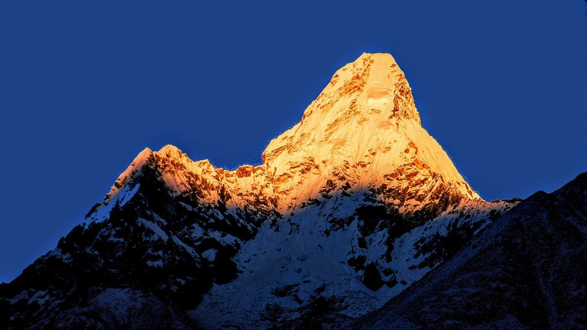 9N7CR Ama Dablam, Nepal.