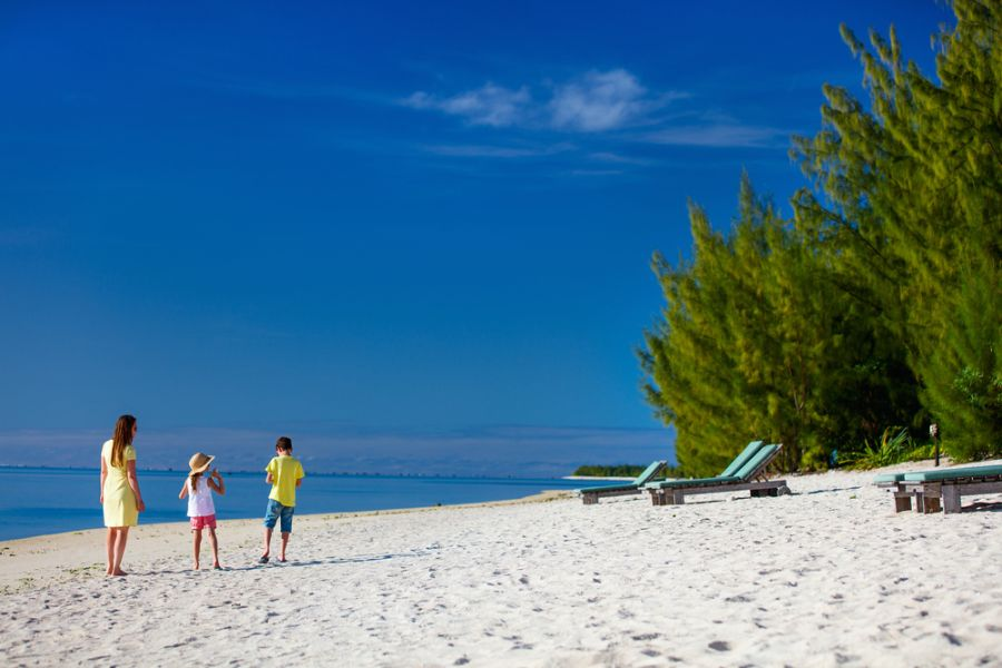 Aitutaki Island E51WET DX News Mother and kids family at tropical beach.