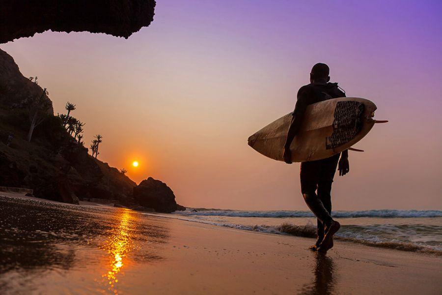 Ангола D3YL Туристические достопримечательности Местный серфер.