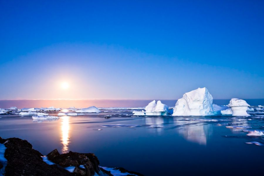 Antarctica 8T2BH Tourist attractions spot Summer night.