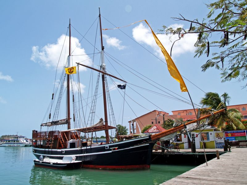 Антигуа и Барбуда V25A Туристические достопримечательности Пиратский корабль