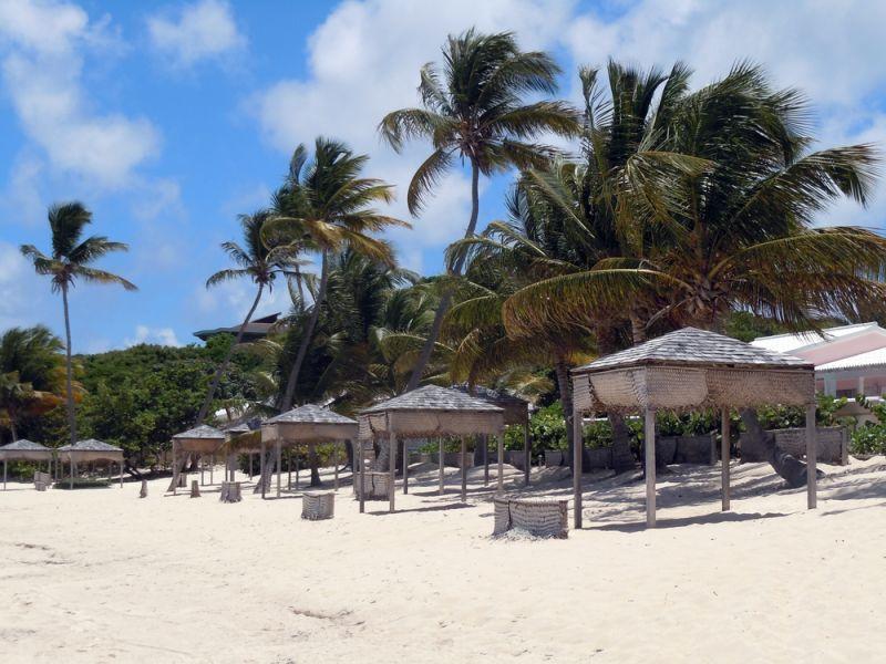 Остров Антигуа V25CNC DX Новости Пальмы и белоснежный пляж.
