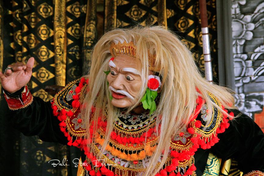 Bali Island YB9/F5LIT Tourist attractions spot Topeng Tua Dance, Balinese Traditional Dance.