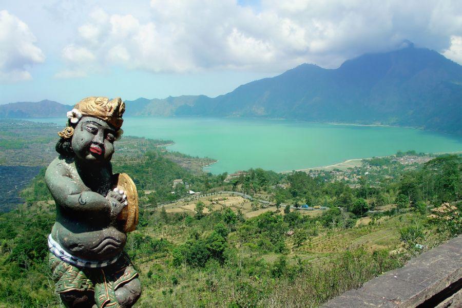 Остров Бали YB9/K7BV DX Новости Вид на вулкан Китамани.