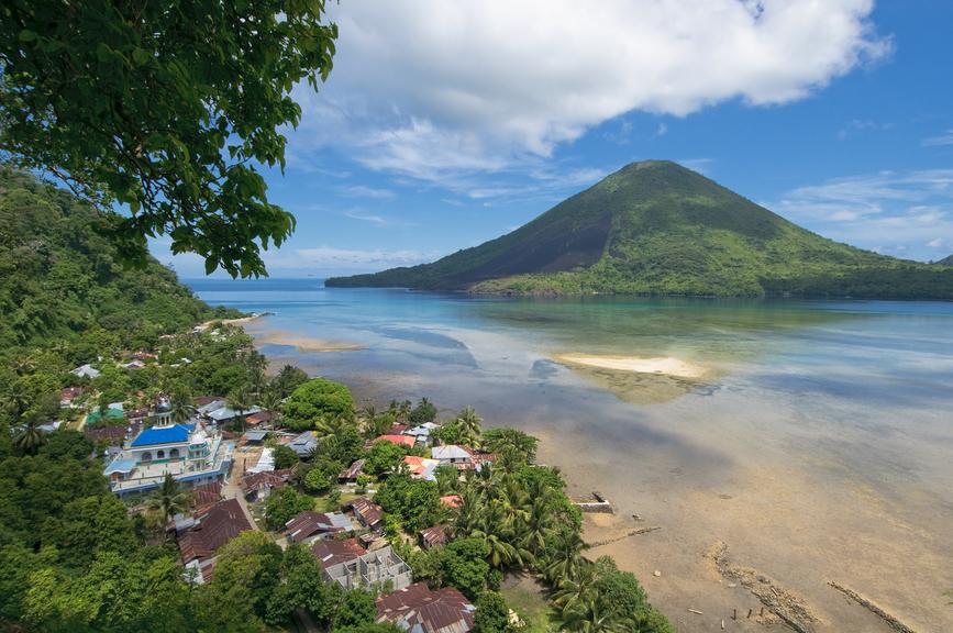 Banda Neira Island YB4IR/8 Banda Islands Tourist attractions