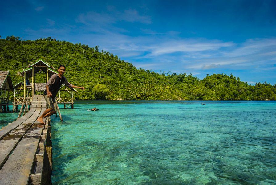 Banggai Islands YB8O DX News Bongo Beach.