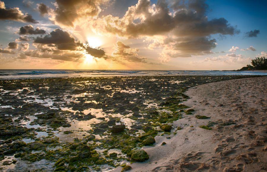 Barbados 8P9AL Beautiful sunset over the sea.