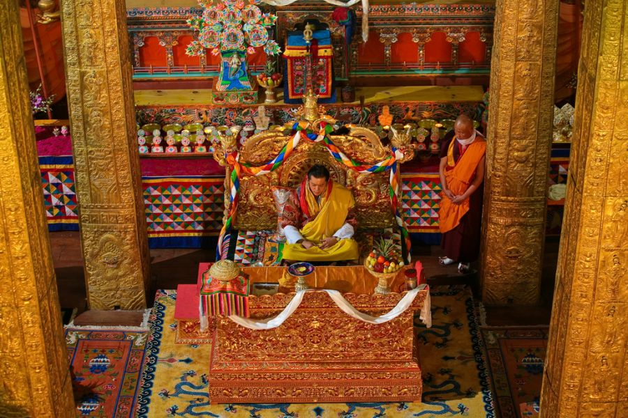 Бутан A52NH DX Новости Гьянендра Бир Бикрам Шах Дев Король Бутана.