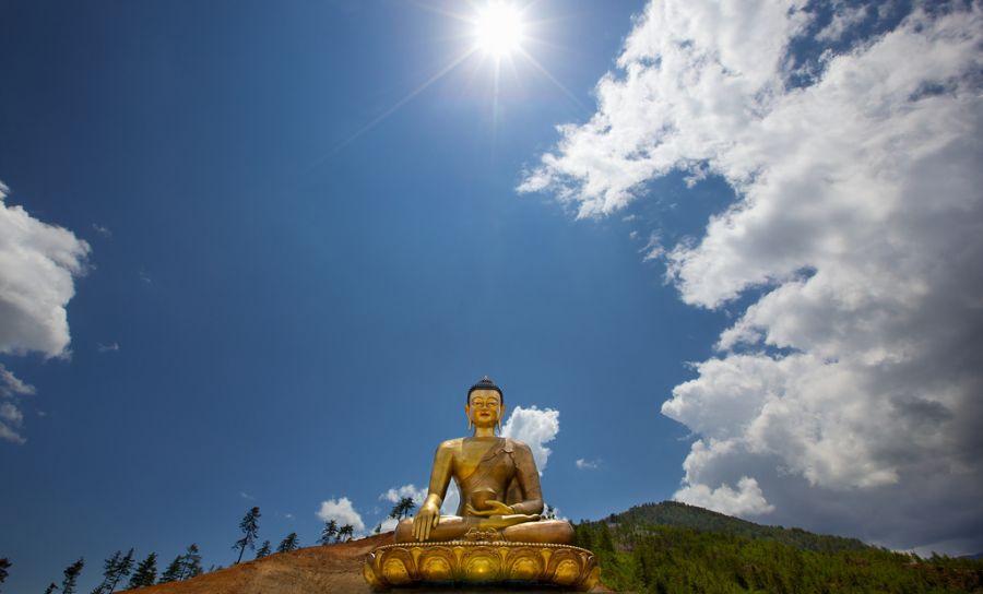 Bhutan A52NH Buddha Dordenma.