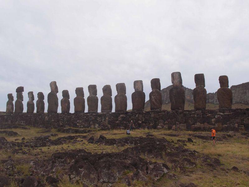 Остров Пасхи Истуканы сзади