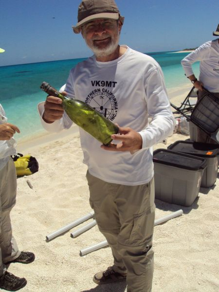 Chesterfield Islands TX3X Pista HA5AO with the bottle
