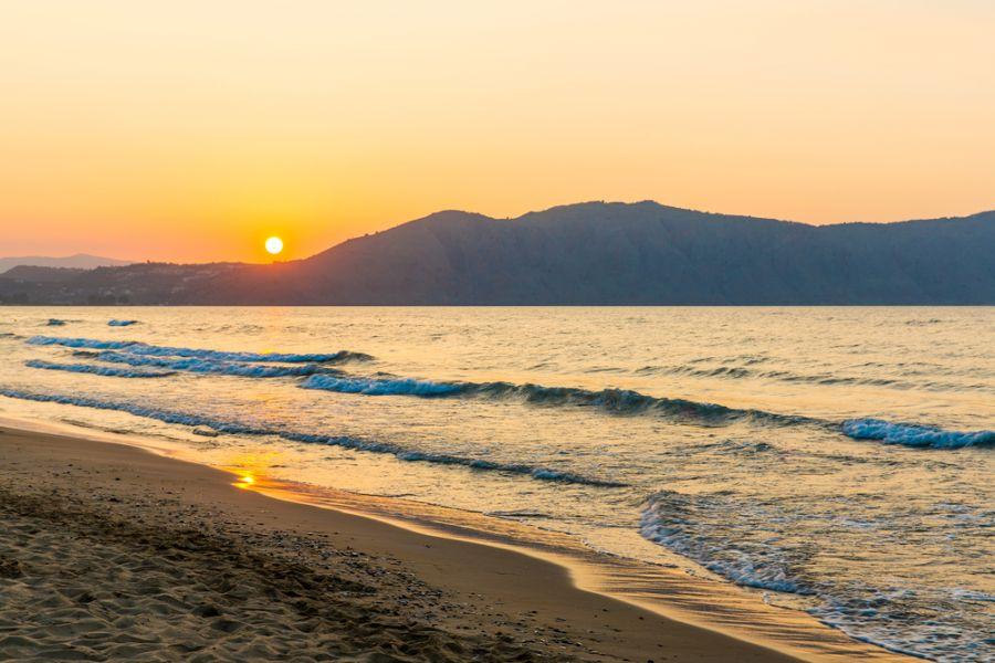 Остров Крит SW9AA Закат солнца на пляже у деревни Каврос