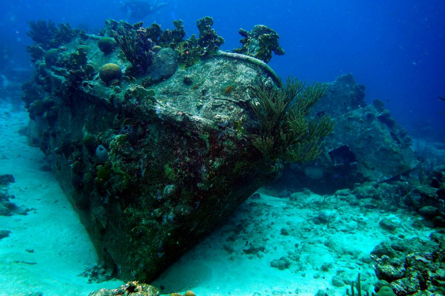 Curacao Island PJ2/PB0AEX DX News Sunken tugboat in Curaçao.