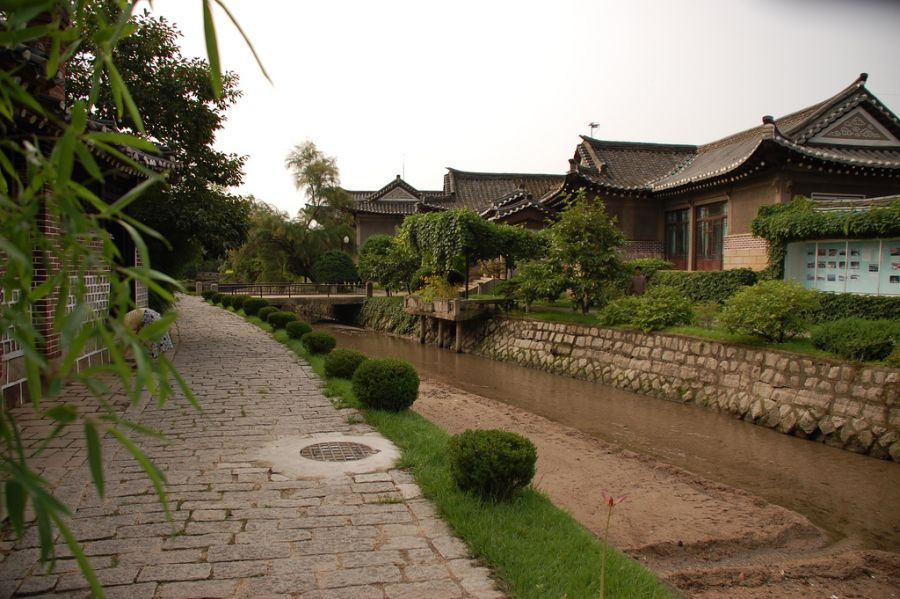 P5DX North Korea DPRK 2016 Tourist attractions spot Kaesong Folk Hotel.