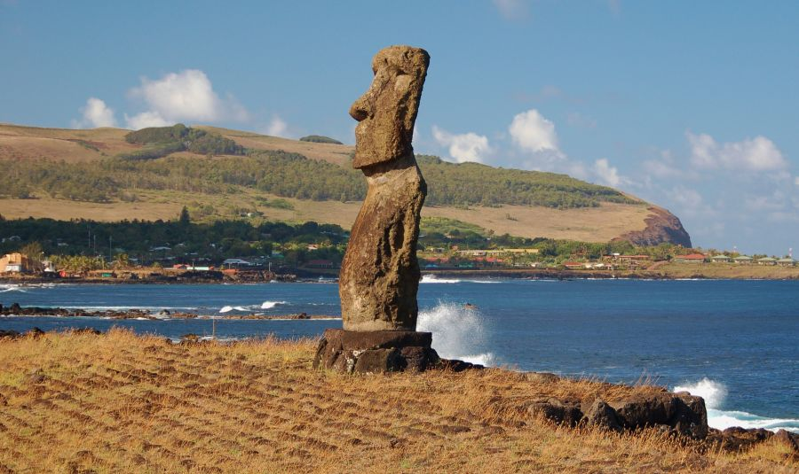 Easter Island CE0Y/LU9EFO Tourist attractions spot Maori.