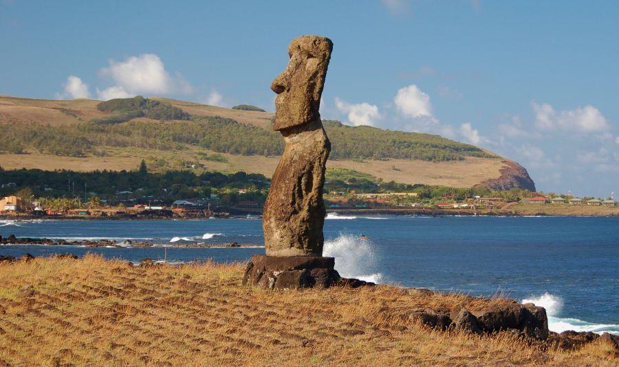 Easter Island CE0Y/LU9EFO Tourist attractions spot Maori.
