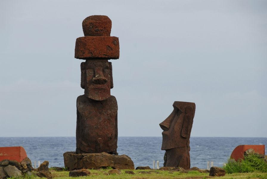 Easter Island CE0Y/W7YAQ DX News Moais at Ahu O'rongo.