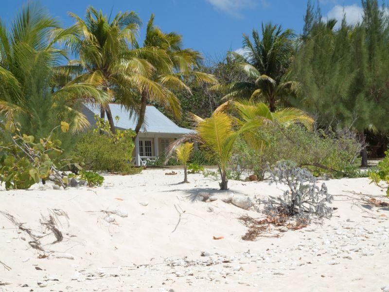 Остров Большой Кайман Каймановы острова ZF2LL Домик на пляже.