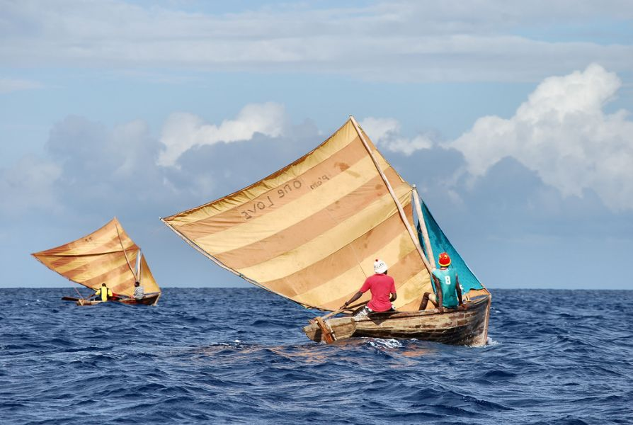 Гаити 4V1TL DX Новости 2 рыбацкие лодки недалеко от Сент Николас.