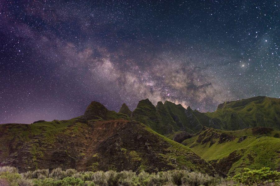 Hawaiian Islands KH6FX KH7SD DX News Milky Way, Kauais mountains, Na Pali.