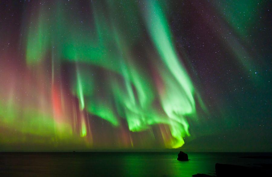 Исландия TF/DF8AN DX Новости Северное сияние <пляшет> над водой.