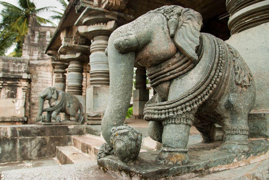 Индия VU3WDN Скульптура слона. Белур, Карнатака.