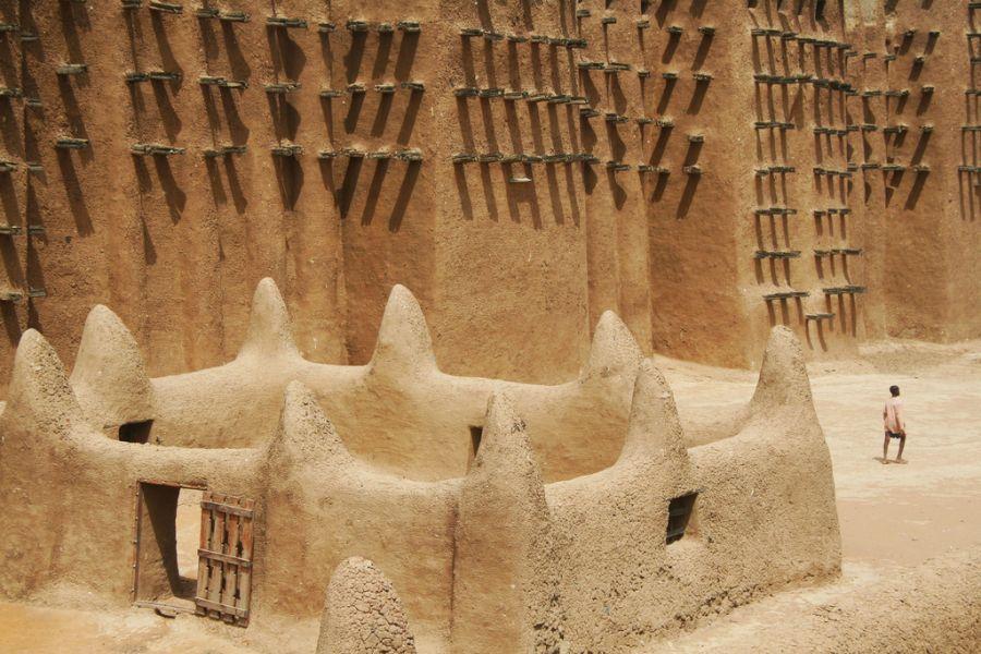 Mali TZ4AM Tourist attractions spot Djenné mosque.