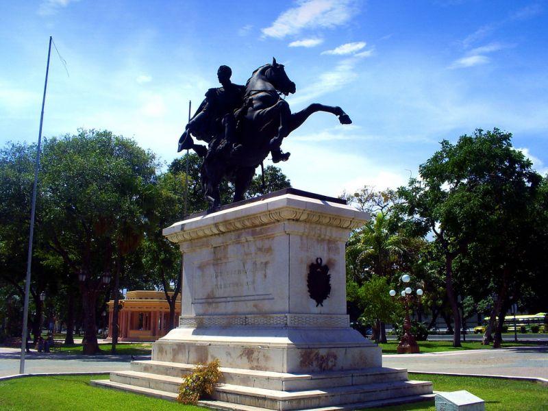 Maracay YW315MCY Plaza Bolívar.