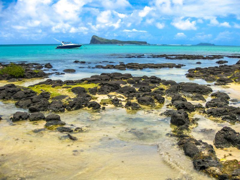 Mauritius 3B8/G8AFC DX News The spectacular beach of Malheureux.
