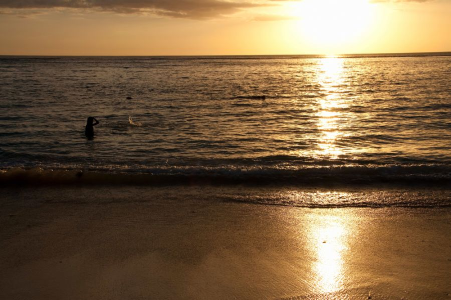 Flick en Flack Mauritius Island 3B8HD Tourist attractions spot Seawave at sunset on the beach.