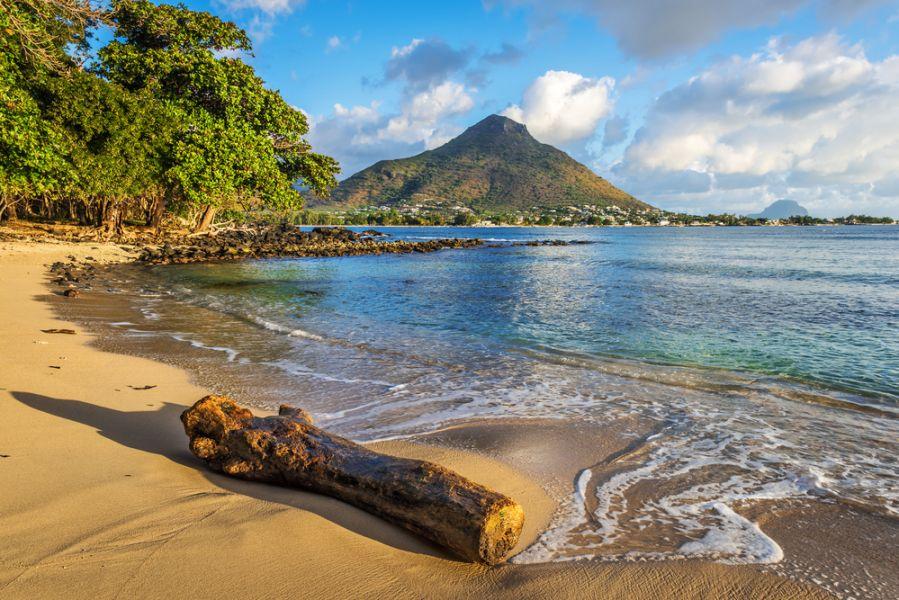 Flick en Flac Mauritius Island 3B8HD Rocky and sandy shore in Tamarin Bay.
