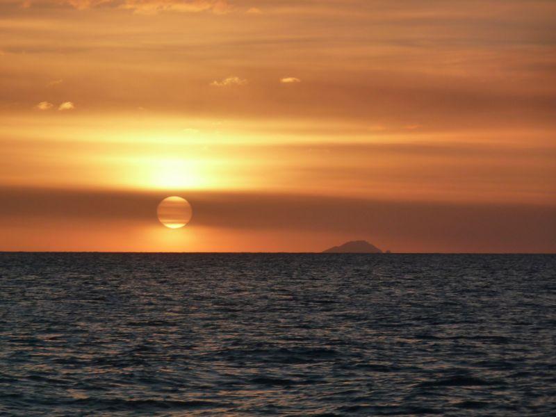Остров Монтсеррат VP2MMF Туристические достопримечательности Закат.