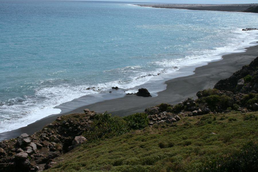 Остров Монтсеррат VP2MVI Туристические достопримечательности Пляж с черным песком.
