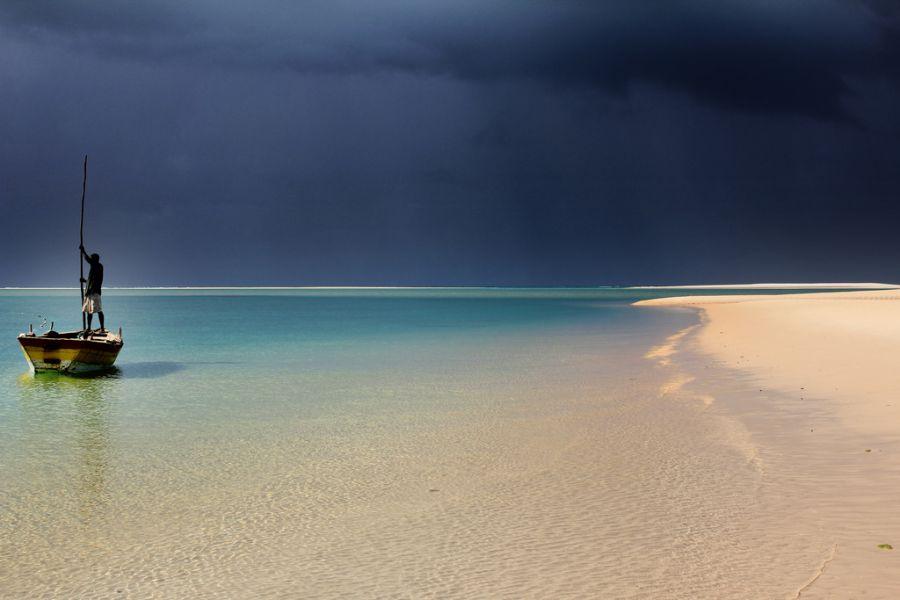 Мозамбик C92CC C91IJ Туристические достопримечательности Рыбак Иньямбане,  остров Бенгуерра, архипелаг Базарутто.
