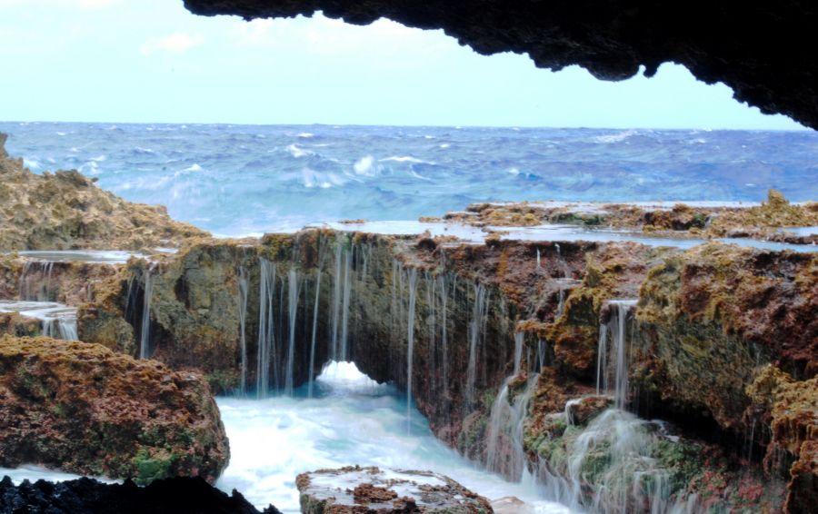 Остров Ниуэ E6 Морская пещера.