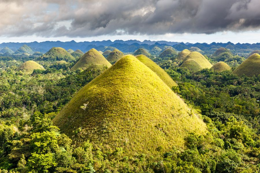 Philippines DU1WQY Chocolate Hills in Bohol.