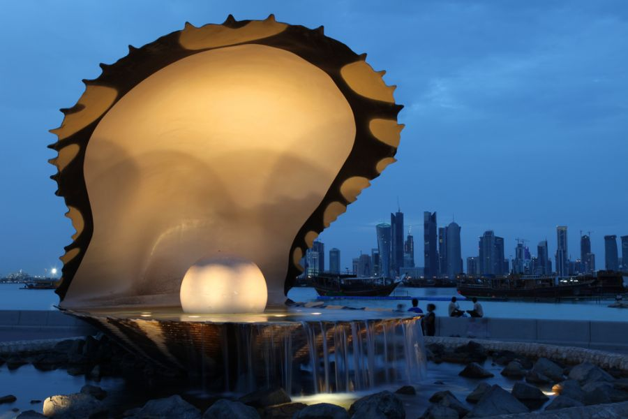 Qatar A71CV DX News The Pearl and Oyster Fountain in Doha