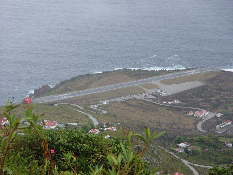 Остров Саба PJ6/DF8AN Самая короткая взлетно - посадочная полоса в мире.