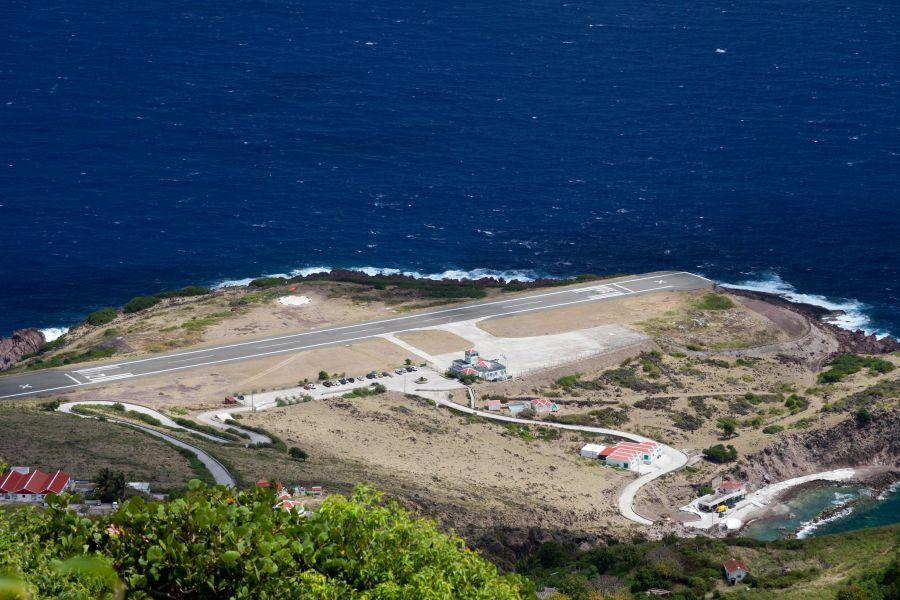 Остров Саба PJ6E Взлетно - посадочная полоса.
