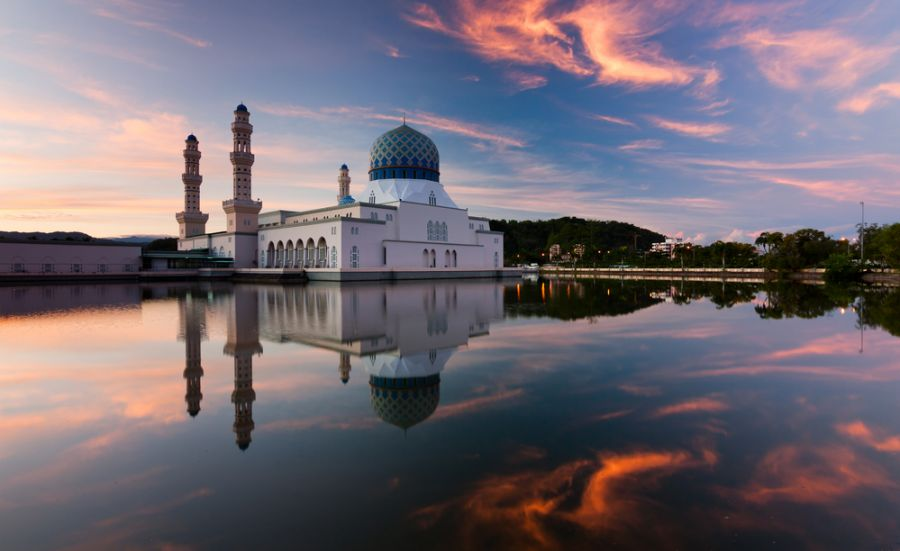 Сабах Остров Борнео 9M6/JR1EFG DX Новости Отражение городской мечети Кота Кинабалу.