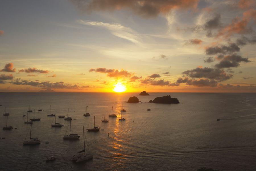 Остров Сен Бартелеми TO2EE Туристические достопримечательности Гавань Густавия Закат солнца