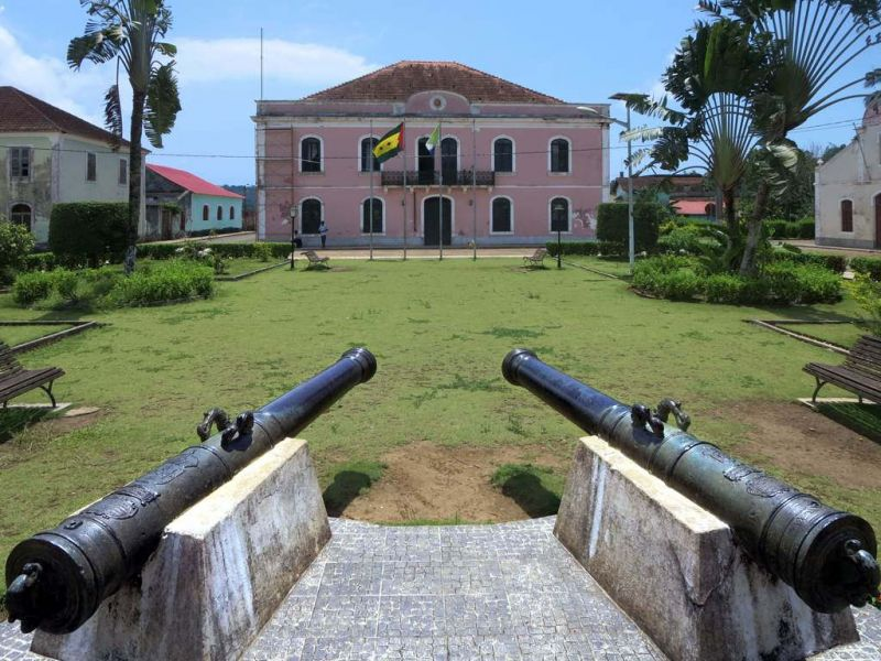 Сан Томе и Принсипи S9YY Дворец губернатора остров Принсипи.