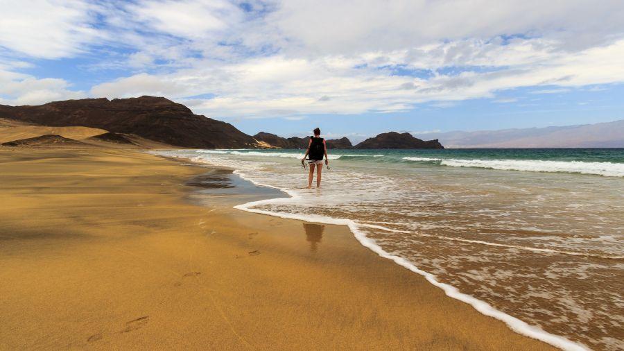 Остров Сан Висенти Кабо Верде Острова Зеленого Мыса D41CV Туристические достопримечательности Один на пляже.