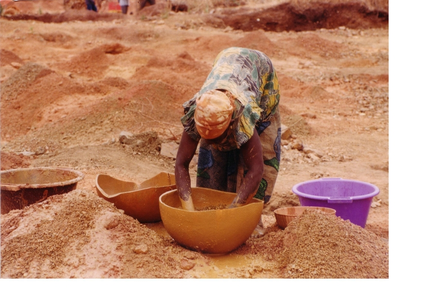 Сенегал 6W1RW Женщина моет золото