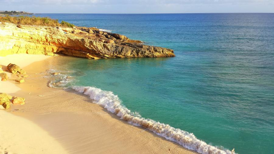 Sint Maarten PJ7/W9DR PJ7/W9KXQ PJ7/KK9N PPJ7/K9UK PJ7/W9AEB Tourist attractions spot Cupecoy Bay.