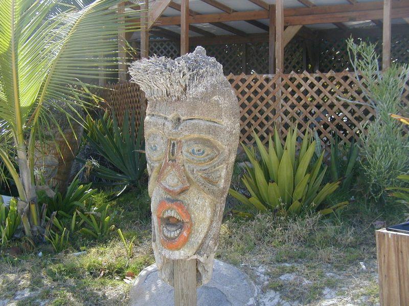Остров Синт Мартен PJ7/F5RAV FS/F5RAV Туристические достопримечательности Фигурка Бога Тики на детском пляже.