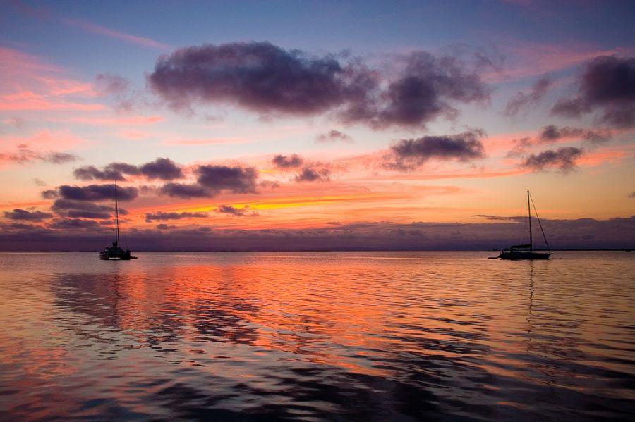 Остров Саут Уотер Кей Белиз V31JZ/P Яхты в заливе.
