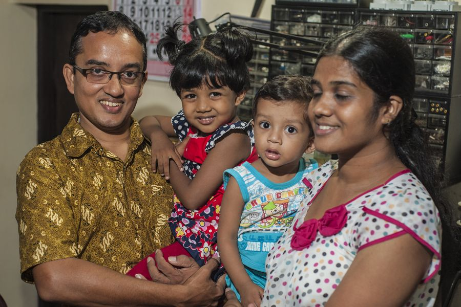 Sri Lanka 4S7AB with family